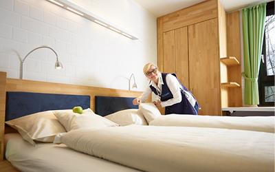 Hotelreinigung Köln und Bonn durch sympathische Zimmerdame