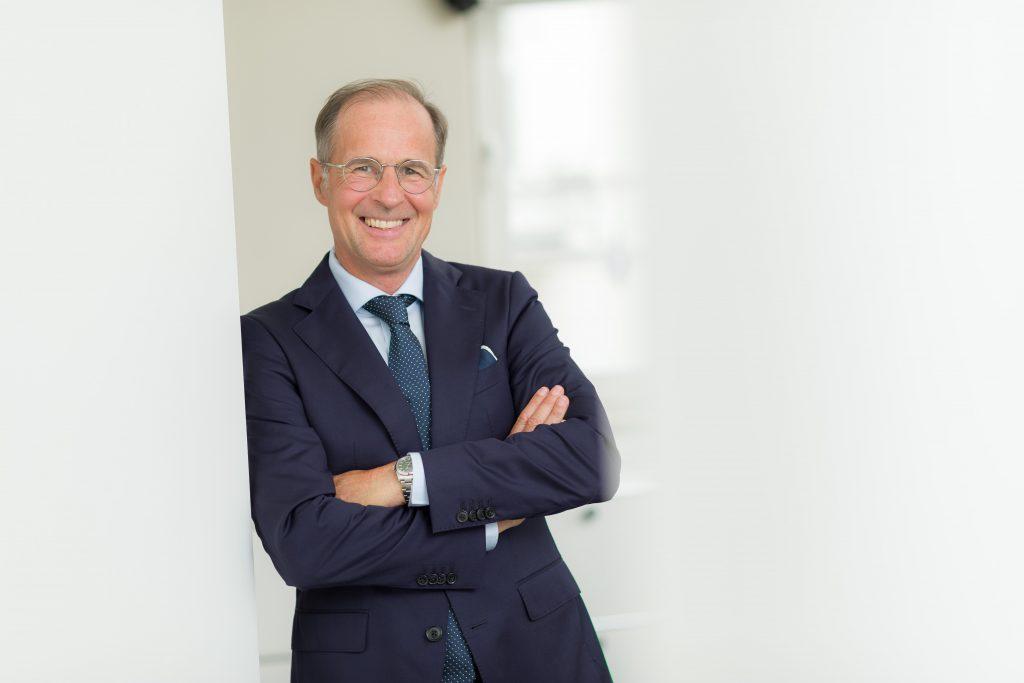 Michael Thomas Baggeler, Geschäftsführer und Gründer von CLEAN.de schaut freundlich lächelnd in die Kamera